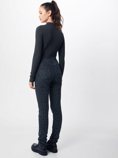 Mavi Jean en noir: Vue de dos