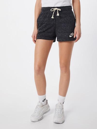 Nike Sportswear Shorts in schwarz, Modelansicht