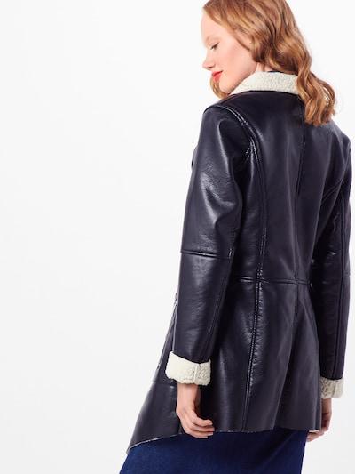 Maze Mantel in schwarz: Rückansicht