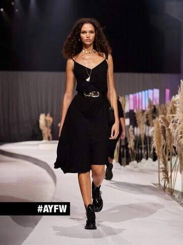Asymetrical Black Dress Look