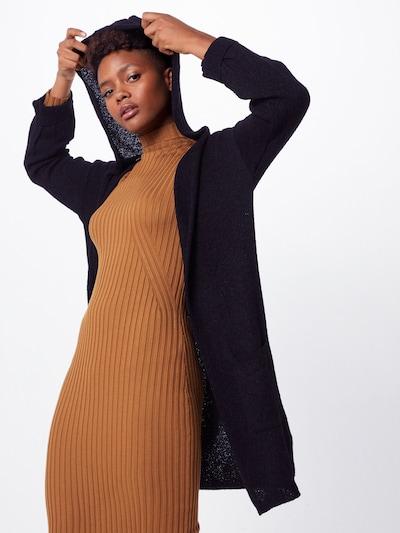 Mavi Cardigan in schwarz, Modelansicht
