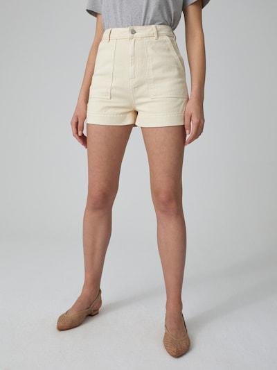 EDITED Jeansshorts 'Ismey' in beige / creme / weiß, Modelansicht