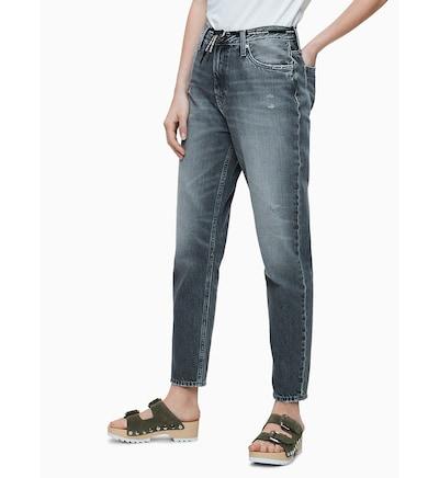 Calvin Klein High Rise Tie Waist Mom Jeans ' ' in grey denim, Modelansicht