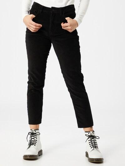 Pantaloni 'Emily' ONLY pe negru, Vizualizare model