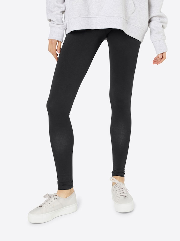 PIECES Leggings aus Jersey 'Edita' in schwarz, Modelansicht