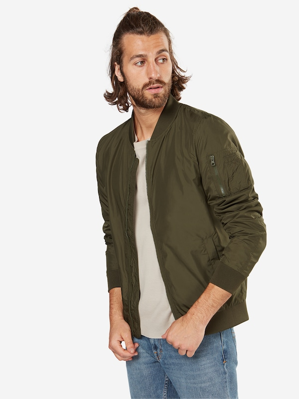 Urban Classics Bomber 'Light Bomber Jacket' in oliv, Modelansicht