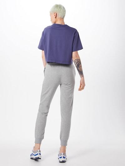 Pantaloni Nike Sportswear pe gri: Privire spate
