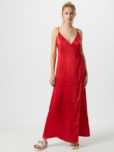 NA-KD Kleid in rot, Modelansicht