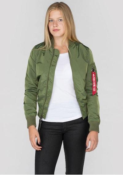 ALPHA INDUSTRIES Veste mi-saison 'MA-1 TT WMN' en vert, Vue avec modèle