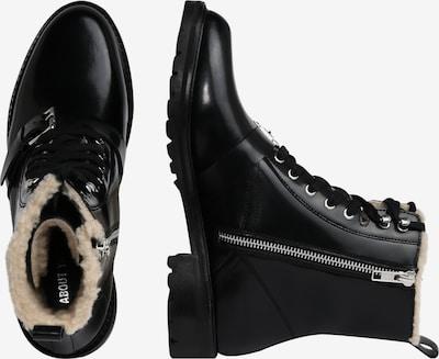 Suvarstomieji kulkšnis dengiantys batai 'Milana' iš ABOUT YOU , spalva - juoda: Vaizdas iš šono