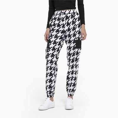 PUMA Sweatpants in schwarz / weiß, Modelansicht