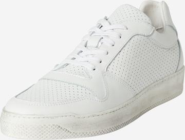 DAN FOX APPAREL Ниски маратонки 'Daniel' в бяло