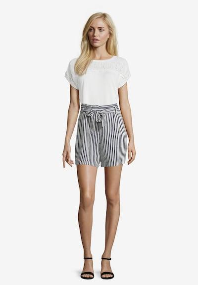 Betty & Co Shorts in dunkelblau / weiß, Modelansicht