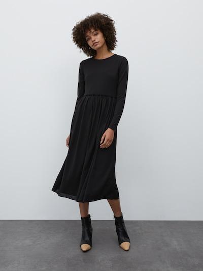 EDITED Šaty 'Carmina' - černá, Model/ka