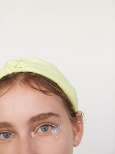 EDITED Šperky do vlasů 'Lionne' - žlutá: Pohled zepředu