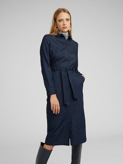 EDITED Košilové šaty 'Diego' - modrá, Model/ka