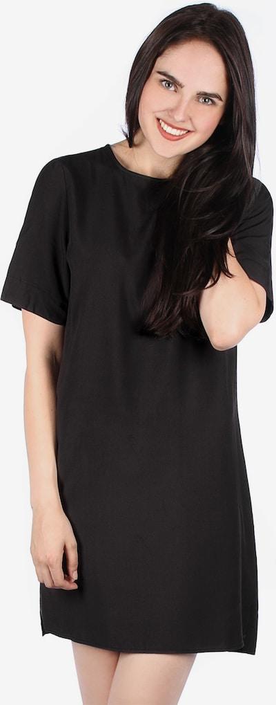 Wemoto Kleid ' Ari W ' in schwarz, Modelansicht