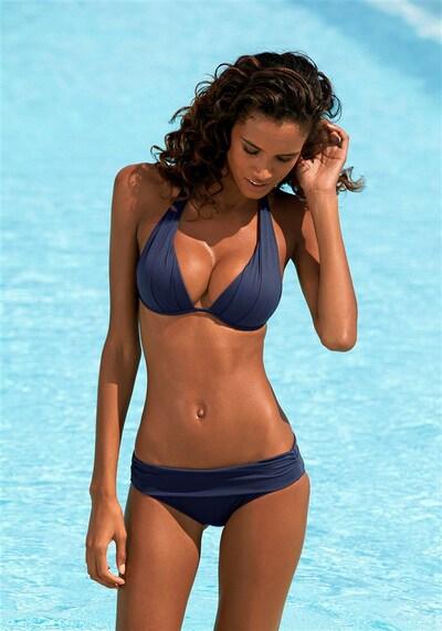 LASCANA Triangel-Bikini in navy, Modelansicht
