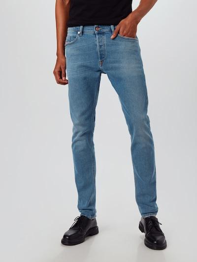DIESEL Jeans 'TEPPHAR-X' in de kleur Blauw denim, Modelweergave