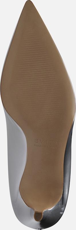 Evita Pumps