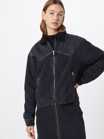 WRANGLER Sherpa Jacke in schwarz, Modelansicht
