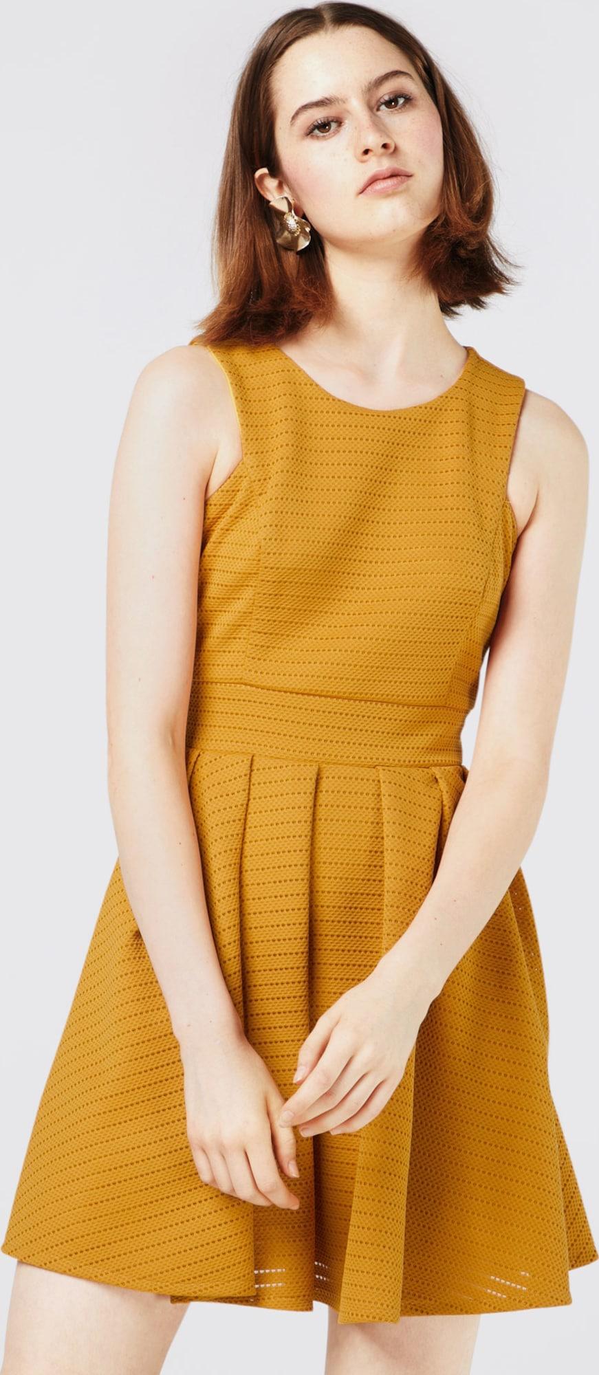 wal g ausgestelltes kleid mit lochmuster in gelb about you. Black Bedroom Furniture Sets. Home Design Ideas
