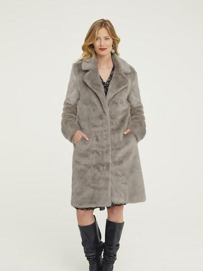 heine Wintermantel in taupe, Modelansicht