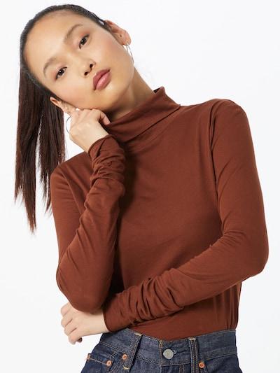 ARMEDANGELS T-shirt 'Malenaa' en marron, Vue avec modèle