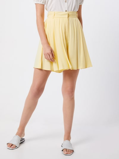 VILA Shorts 'Visuvita' in pastellgelb, Modelansicht