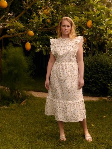 Romantic Maxi Dress Look