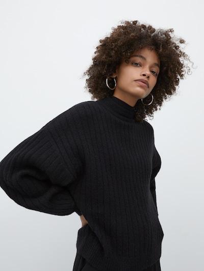 EDITED Trui 'Duffy' in de kleur Zwart, Modelweergave