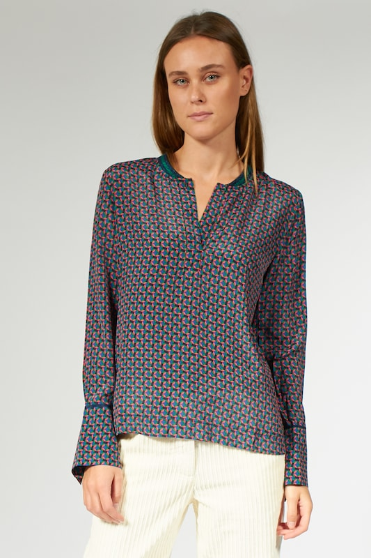 BLOOM Bluse mit Allover-Print in grün, Modelansicht