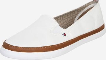 TOMMY HILFIGER Slip on -tennarit 'Kesha' värissä valkoinen