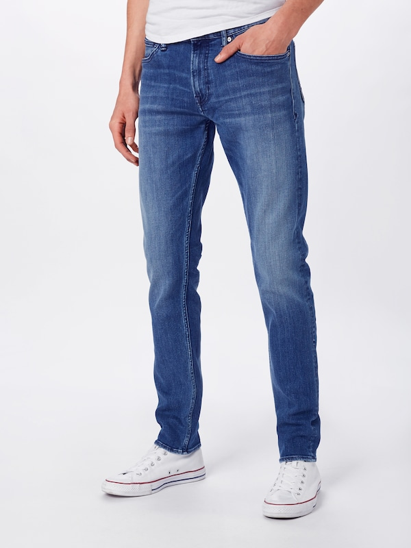 Kings Of Indigo Jeans 'CHARLES' in blue denim, Modelansicht