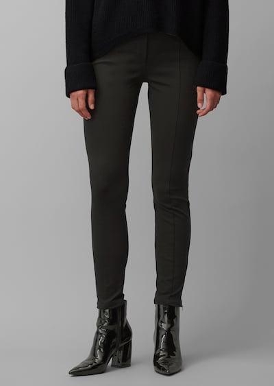 Marc O'Polo Pure Broek in de kleur Zwart, Modelweergave