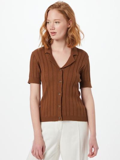 OBJECT Gebreid vest 'AMIRA' in de kleur Karamel, Modelweergave