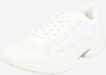 Sneaker low 'Glozzy' de la NA-KD pe alb