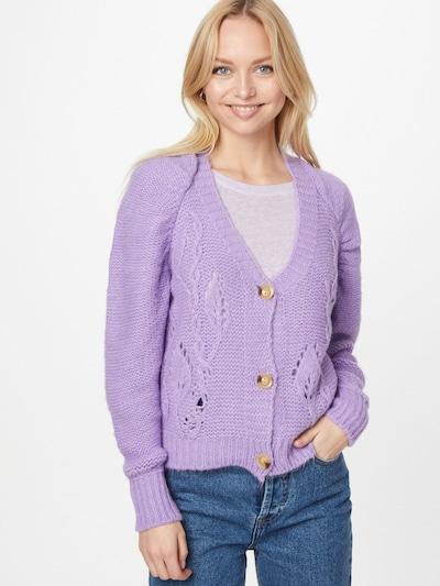 Hailys Strickjacke 'Matilda' in lavendel, Modelansicht