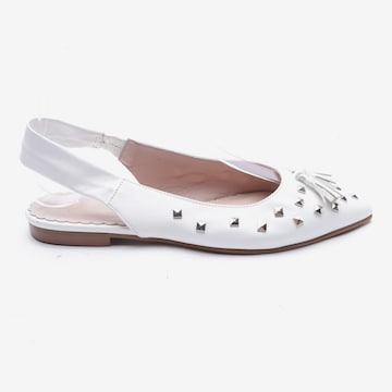 Marc Cain Flats & Loafers in 37 in White