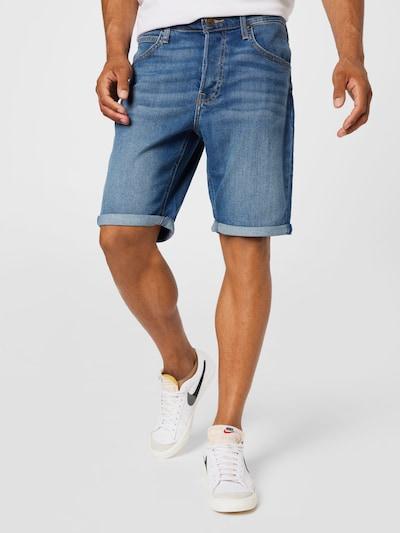 Lee Jeans i blå denim, På modell