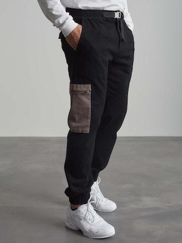 Pantaloni 'Sean' di ABOUT YOU x Benny Cristo in nero