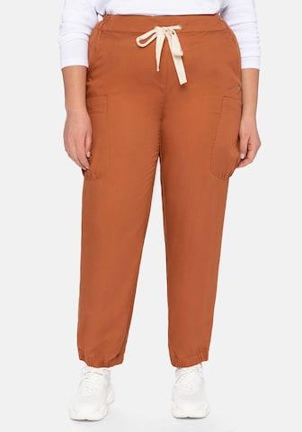 SHEEGO - Pantalón cargo en marrón