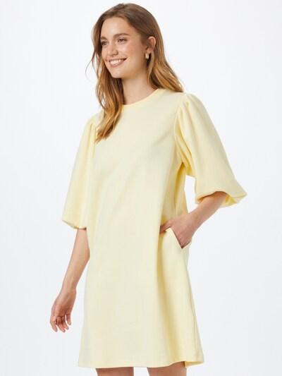 mbym Kleid 'Emmaline' in pastellgelb, Modelansicht