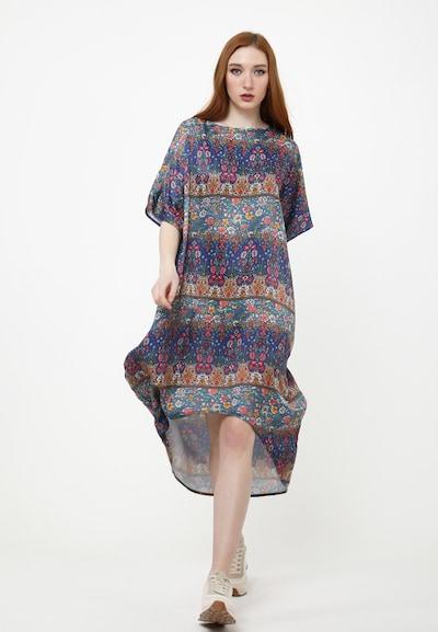 Madam-T Jurk 'ASHLEY' in de kleur Blauw, Modelweergave