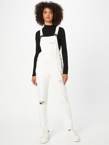 Jeans con pettorina 'CATTY' di Pimkie in bianco