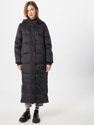 SISTERS POINT Winter Coat in Black, View model