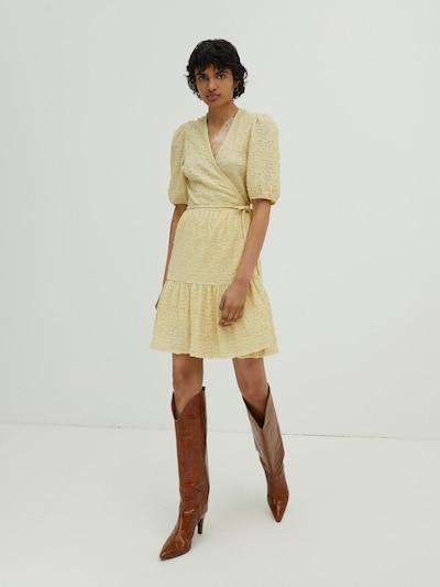 Abito 'Marie' EDITED di colore giallo, Visualizzazione modelli