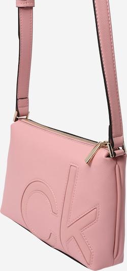 Calvin Klein Pleca soma rožkrāsas, Preces skats