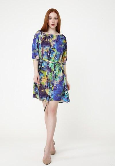 Madam-T Zomerjurk in de kleur Blauw, Modelweergave