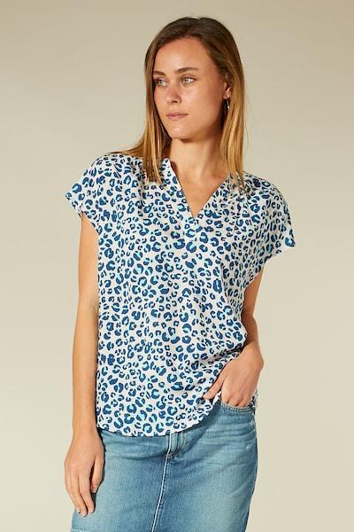 BLOOM Bluse mit Animalmuster in blau / azur / hellblau / weiß, Modelansicht